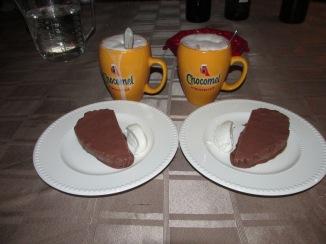 chocolade parfait met warme amaretto chocolademelk