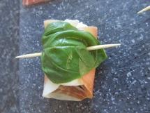 mozzarella met parmaham en basilicum