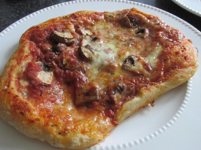 pizza met champignons en mozzarella