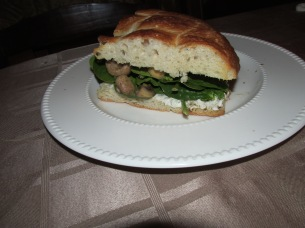 Turks brood met champignons, roomkaas en spinazie