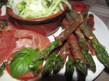 groene asperges met serranoham uit de oven