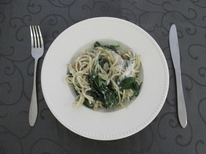 basilicum spaghetti met spinazie en geitenkaas