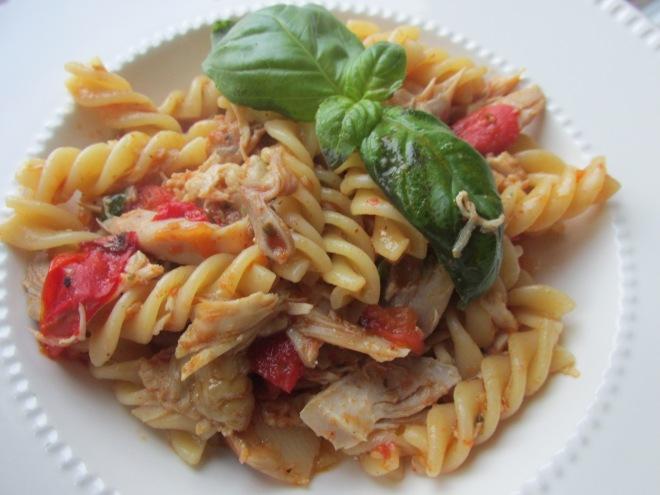 Provençaalse kip met pasta en knoflook tomaten
