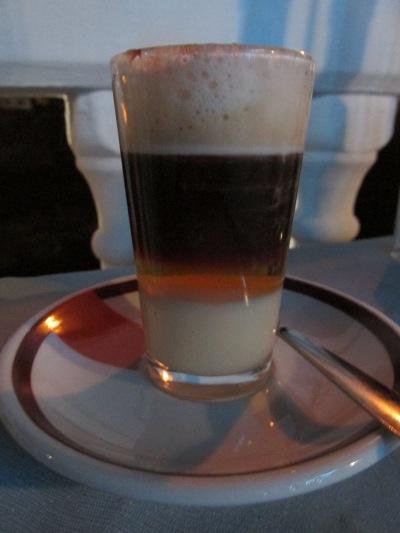 Barraquito/koffie specialiteit van Tenerife (la Vaca Azul, el Cotillo)