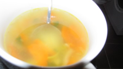 10 snelle, makkelijke, goedkope en gezonde recepten. Kipfilet soep.