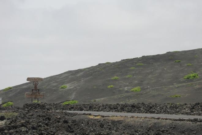 Een dag naar Lanzarote vanaf Fuerteventura. Nationaal park Timanfaya Lanzarote.
