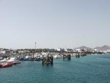 Een dag naar Lanzarote vanaf Fuerteventura. Playa Blanca, Lanzarote.