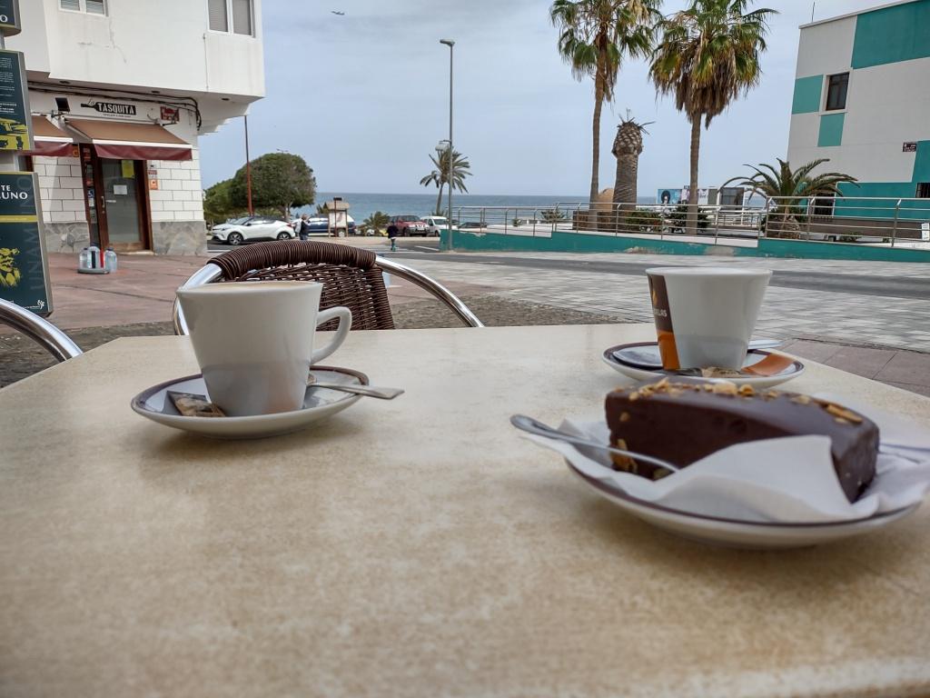 koffie met uitzicht op zee